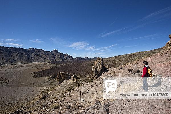 Wanderin im Parque Nacional del Teide  Teneriffa  Kanarische Inseln  Spanien  Europa
