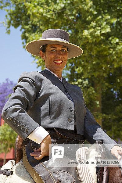 Reiterin auf der Feria del Caballo  Jerez de la Frontera  Andalusien  Spanien  Europa