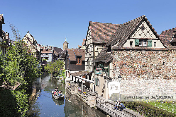 Bootsfahrt auf der Lauch  Stadtviertel Klein Venedig  Colmar  Elsass  Frankreich  Europa