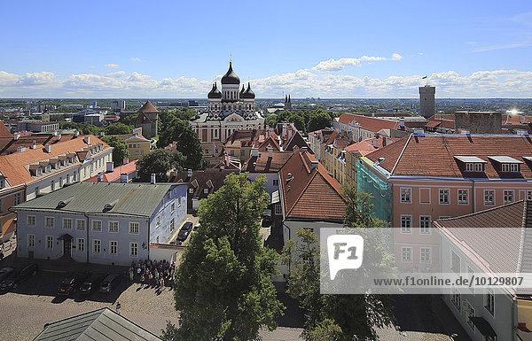 Oberstadt mit Alexander-Newski-Kathedrale Aleksander Nevski Katedraal  gesehen vom Turm des Doms Toomkirik  Tallinn  Estland  Europa