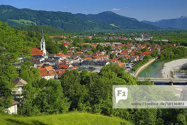 Ausblick vom Kalvarienberg  Bad Tölz mit Isar  Oberbayern  Bayern  Deutschland  Europa