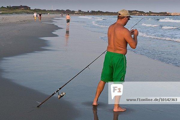 Fischköder Mann Strand Sonnenuntergang Stadt angeln Rhode Island
