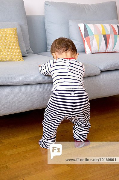 hoch oben stehend Couch 1 Baby alt Jahr