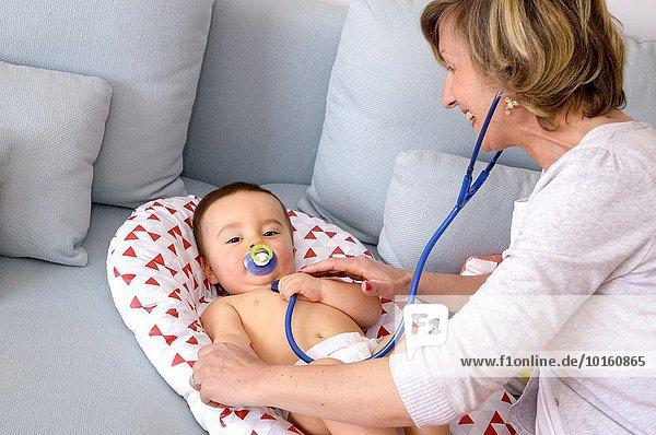Arzt Stethoskop Baby Untersuchung