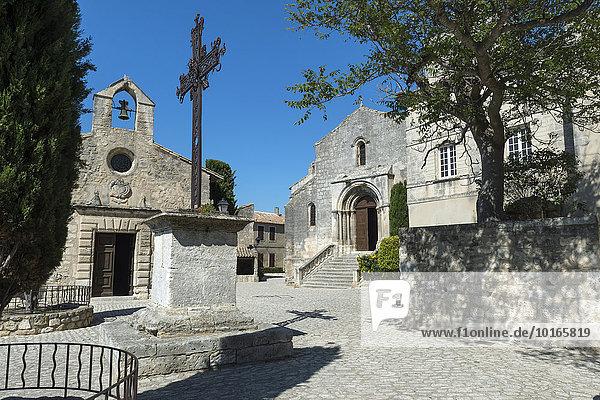 Kirche St. Vincent mit Büßer-Kapelle  im mittelalterlichen Dorf Les Baux-de-Provence  Bouches du Rhone  Provence Alpes Cote d'Azur  Frankreich  Europa