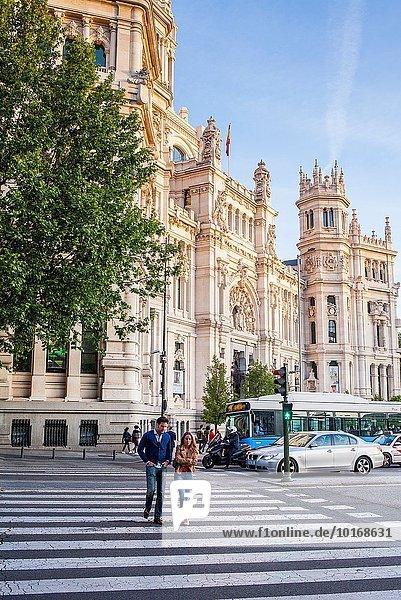 Madrid Hauptstadt Fußgängerüberweg Palast Schloß Schlösser bauen Spanien