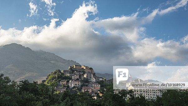 Altstadt  hinten Berge  Corte  Korsika  Frankreich  Europa