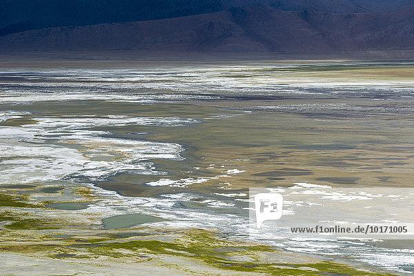 Luftaufnahme auf Tso Kar  Weißer See  ein stark schwankender Salzsee  4530 m  Changtang Region  Thukje  Jammu und Kaschmir  Indien  Asien