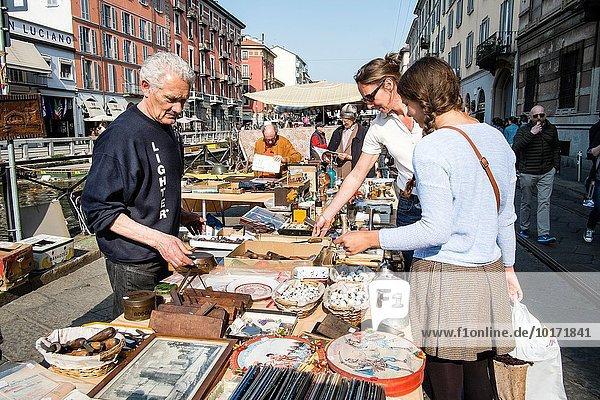 Mercatone del Naviglio Grande ist ein Flohmarkt auf Naviglio Maggiore,  Mailand,  Italien.