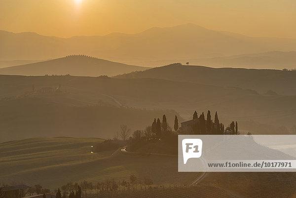 Podere Belvedere  Bauernhaus am Sonnenaufgang  Orcia-Tal  San Quirico d'Orcia  Toskana  Italien  Europa