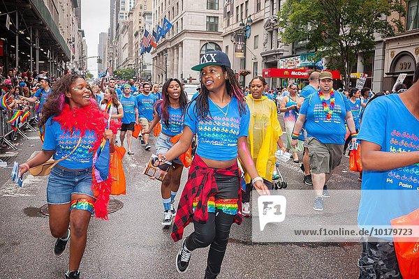 Stolz Angestellter Homosexuelle Frau Frauen Lesbisch Lesbe Lesben Allee neu Parade