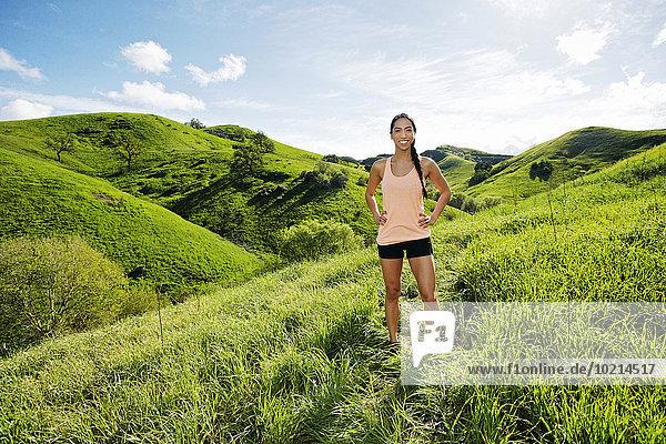 Ländliches Motiv ländliche Motive stehend Hügel Athlet mischen Mixed Ländliches Motiv,ländliche Motive,stehend,Hügel,Athlet,mischen,Mixed