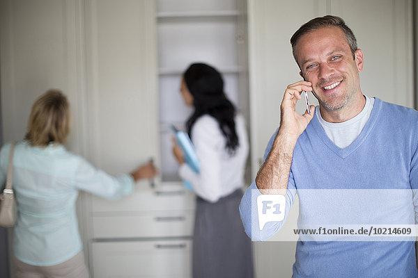 Handy Mann sprechen Eigentumswohnung neues Zuhause
