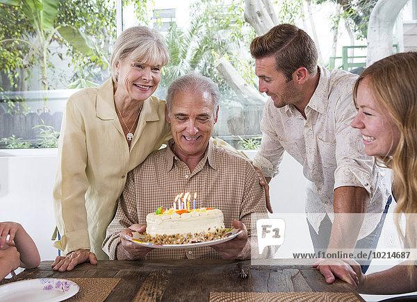 Europäer Fest festlich Geburtstag Tisch