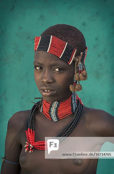 Tradition schwarz Schmuck Kleidung Mädchen