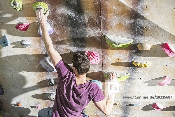 hoch oben Fitness-Studio Wand Athlet Ansicht Flachwinkelansicht Winkel klettern