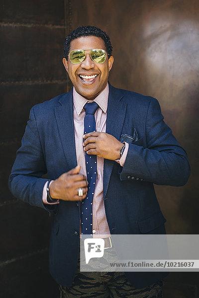 Geschäftsmann berichtigen mischen Krawatte Mixed