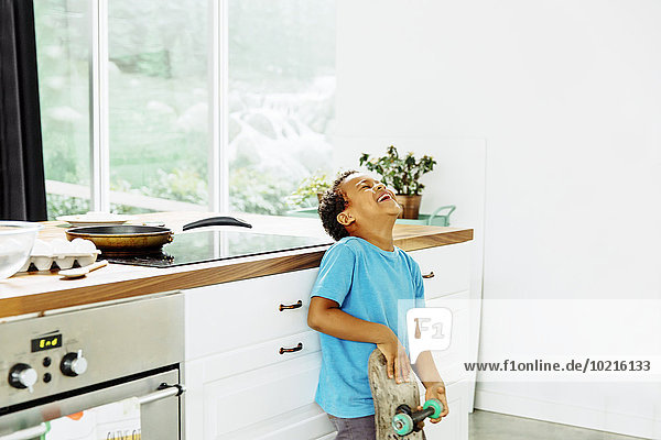 lachen Junge - Person Küche Skateboard mischen Mixed