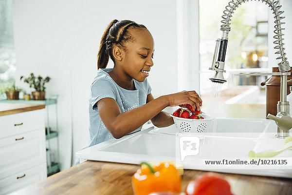 waschen Küche schwarz Erdbeere Mädchen waschen,Küche,schwarz,Erdbeere,Mädchen
