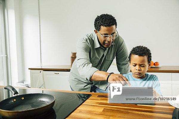kochen Menschlicher Vater Sohn Küche Tablet PC