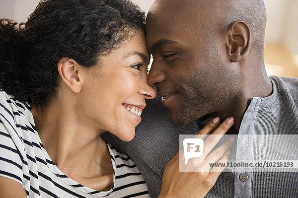 reiben reibt reibend lächeln Close-up close-ups close up close ups