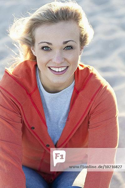 Europäer Frau lächeln Strand