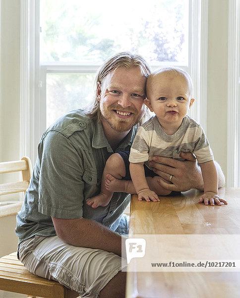 Europäer lächeln Menschlicher Vater Sohn Tisch