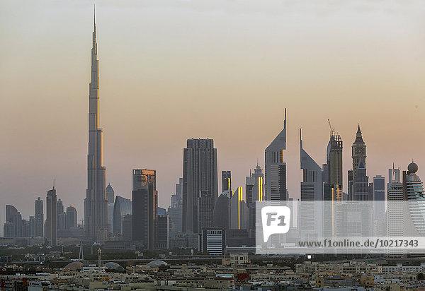 Skyline Skylines Vereinigte Arabische Emirate VAE Sonnenuntergang Großstadt