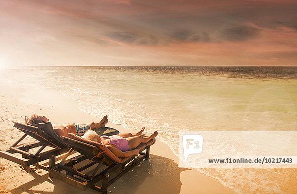 Europäer Entspannung Strand Sonnenuntergang alt