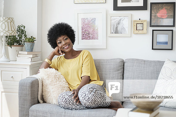 Frau Entspannung Couch amerikanisch