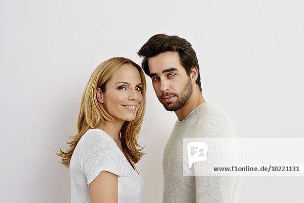 Porträt des Paares vor weißem Hintergrund