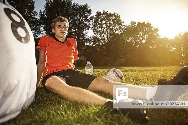 Zwei Fußballspieler auf dem Fußballplatz mit Abreak