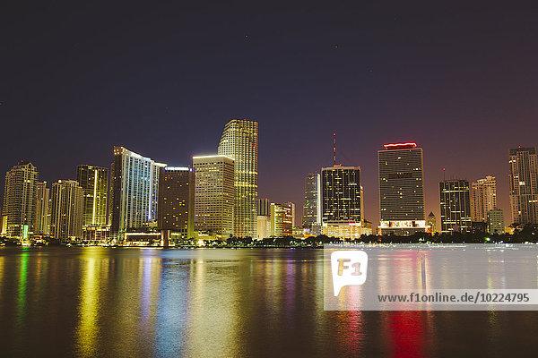 USA  Miami  Skyline bei Nacht