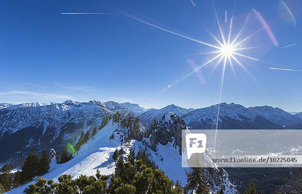 Deutschland  Bayern  Wettersteingebirge  Blick vom Puerschling auf die Zugspitze