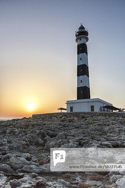 Spanien  Balearen  Menorca  Blick auf Artrutx Leuchtturm bei Sonnenuntergang Spanien, Balearen, Menorca, Blick auf Artrutx Leuchtturm bei Sonnenuntergang