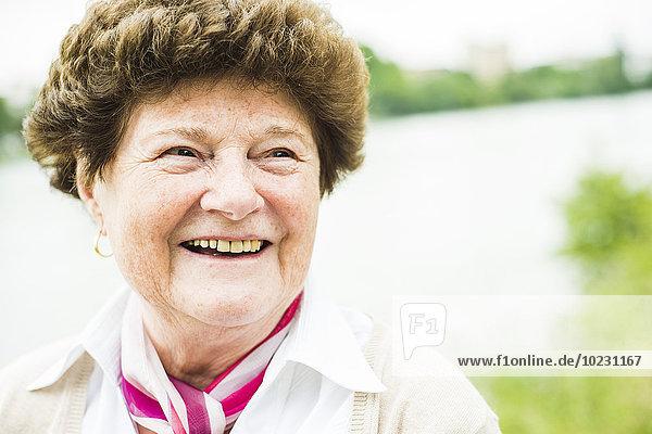 Porträt einer glücklichen Seniorin