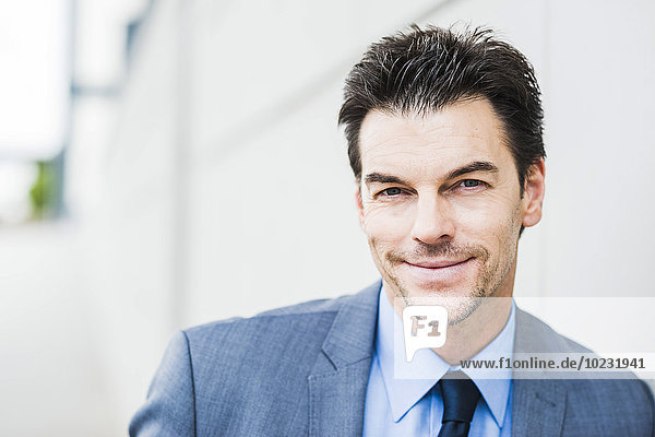 Portrait eines müden Geschäftsmannes