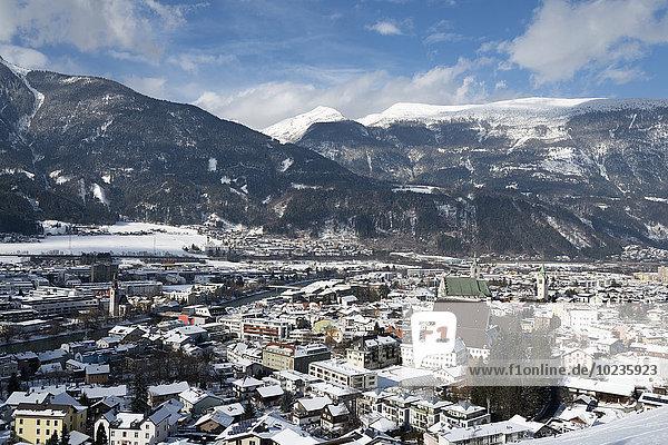 Österreich  Tirol  Bezirk Schwaz  Blick nach Schwaz im Winter