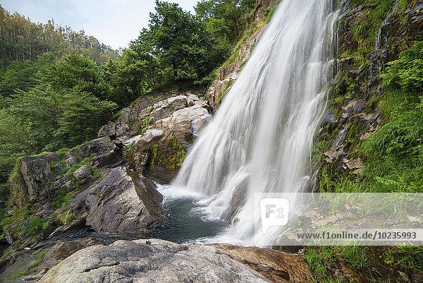 Spanien  Galizien  Neda  Belelle Wasserfall