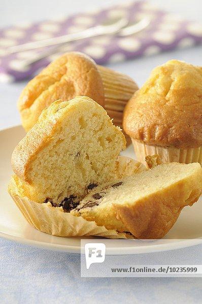 Vanillemuffins mit Schokolade und Walnuss