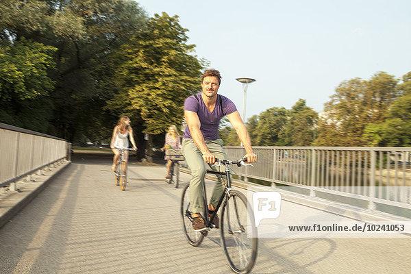 Freundschaft Großstadt Brücke