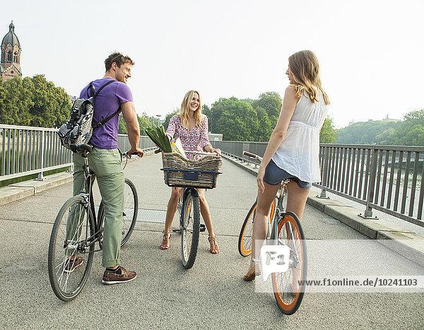 Freundschaft Großstadt Brücke Fahrrad Rad
