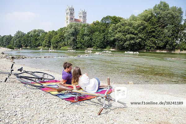 Flussufer Ufer Fröhlichkeit Entspannung jung