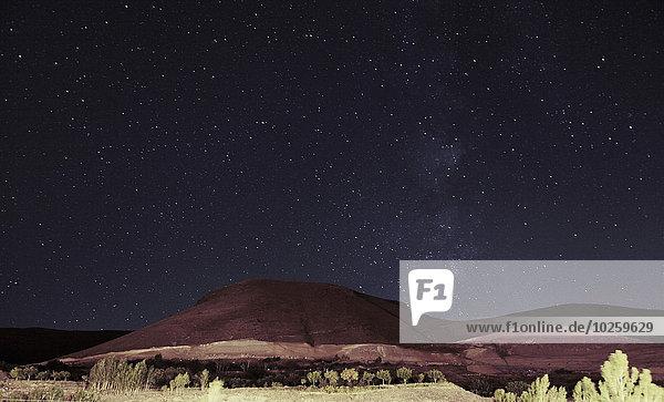 Blick auf den Sahand-Berg gegen den Himmel bei Nacht  Kandovan  Iran