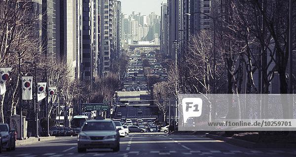 Fahrzeuge auf der City Street  Seoul  Südkorea