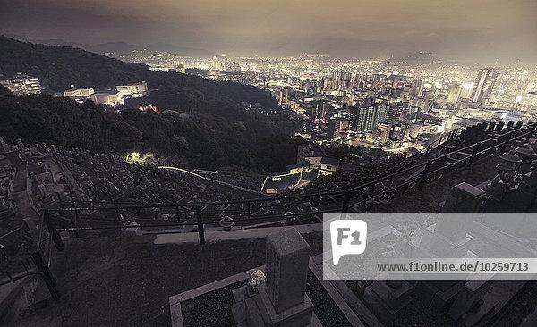 Luftaufnahme der Stadt Hiroshima bei Nacht  Japan