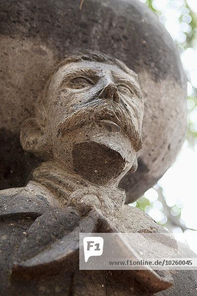 Ansicht der Emiliano Zapata-Statue im niedrigen Winkel