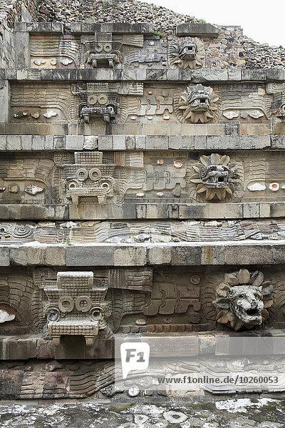 Schnitzereien am Tempel von Quetzalcoatl