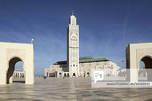Hassan II Moschee gegen den blauen Himmel