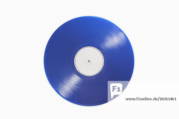 Nahaufnahme der blauen Schallplatte auf weißem Hintergrund